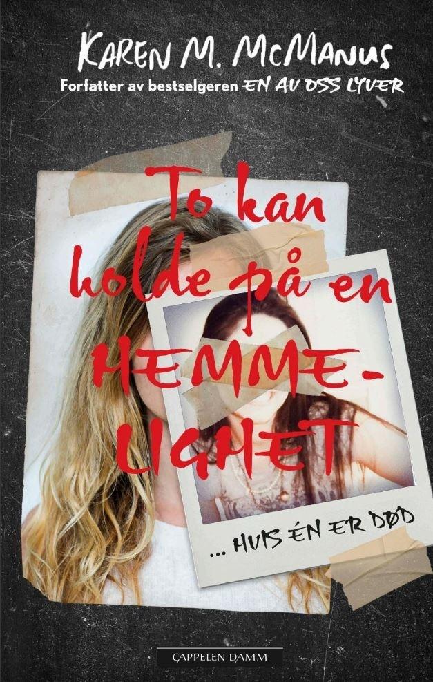 """Omslaget av boken """"To kan holde på en hemmelighet - hvis én er død"""" av Karen M. McManus"""