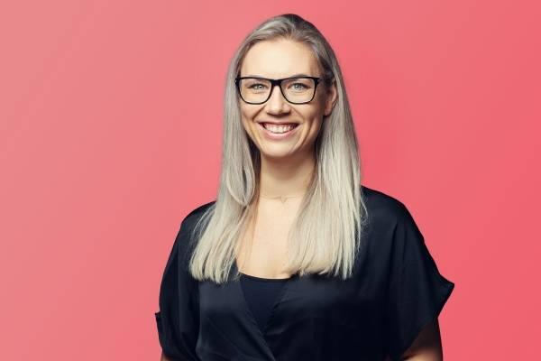 Mariette Aanensen er universitetslektor ved Institutt for fremmedspråk og oversetting ved Universitetet i Agder. Hun har bred undervisningserfaring bl.a. fra videregående.