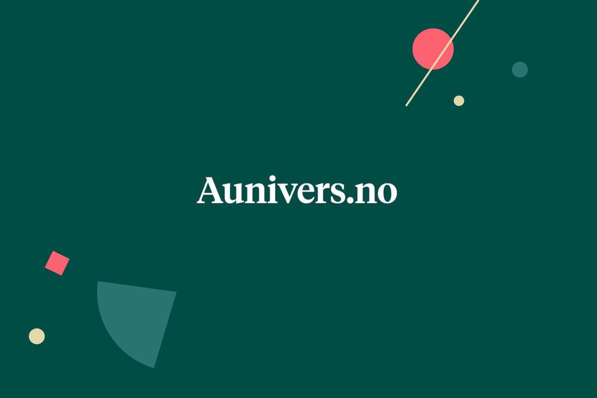 """""""Aunivers.no"""" i hvit skrift på mørk grønn bakgrunn"""